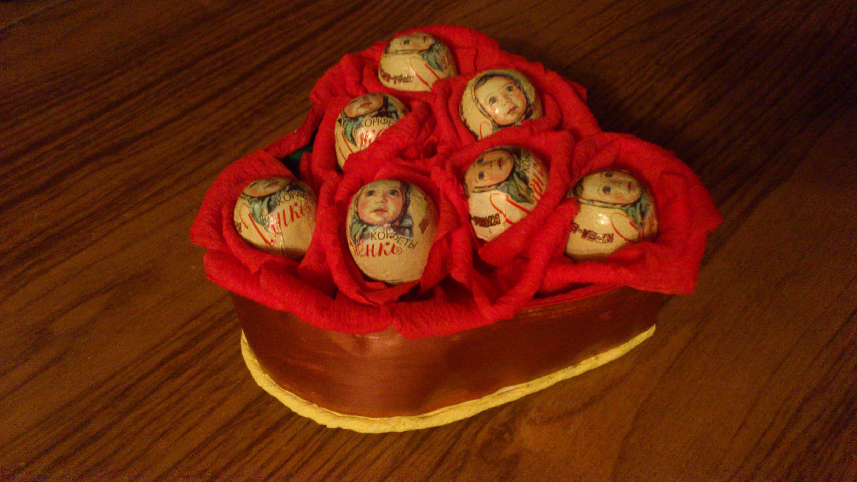 Букеты из конфет своими руками с пошаговыми фото 36