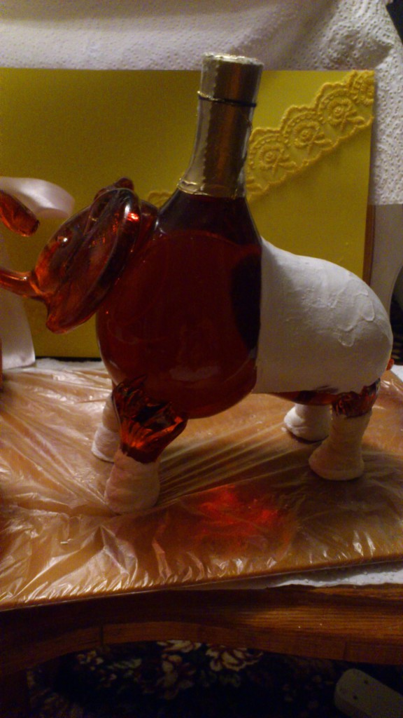 Декупаж фигурной бутылки из под коньяка
