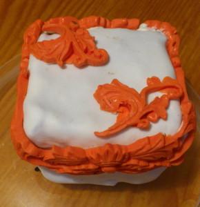 с ажуром пирожное