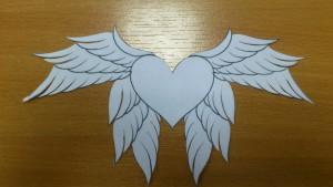 вырезаны крылья